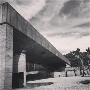 linhas retas e concreto